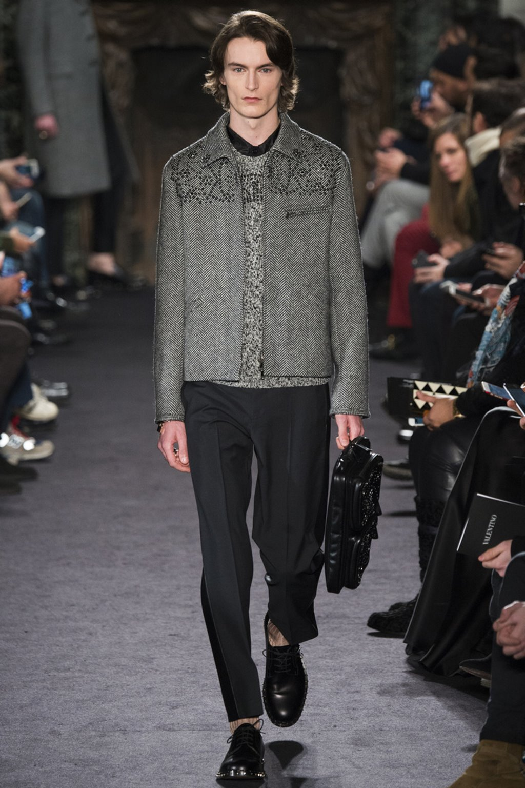 9a0f3c9a2f9 ... Valentino menswear осень-зима 2016 2017 2. Для придания коллекции  концептуализма и энергии дизайнеры выбрали консервативный
