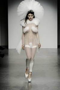 Коллекции сезона осень-зима 2010/2011 Пэм Хогг (Pam Hogg)