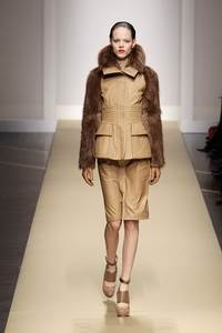 Gianfranco Ferr? 2010 - 2011 collection Milan RTW