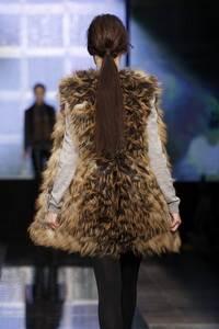 Baum und Pferdgarten  - коллекция осень/зима 2011 - 2012, мех Saga Furs®Gold Cross Fox