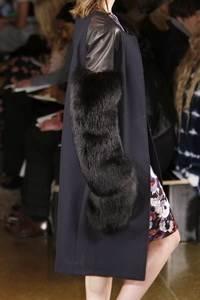 Peter Som - коллекция сезона осень/зима 2011-2012; мех - песец окрашенный в черный цвет