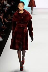 Carolina Herrera - коллекция сезона осень/зима 2011-2012; мех - стриженная норка