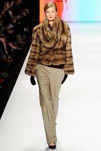Carolina Herrera - коллекция сезона осень/зима 2011-2012; мех - соболь