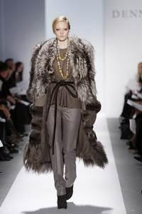 Dennis Basso - коллекция сезона осень/зима 2011-2012; мех - чернобурка, шиншила, коза