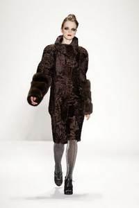 Venexiana - коллекция сезона осень/зима 2011-2012; мех - свакара и крашенный песец