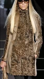 Пальто из каракуля.