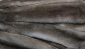 Норка лаванда. Это очень редкая норка, обладающая песочного цвета подпушью и остью с голубоватым оттенком.