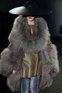 Модные направления зимы 2009/2010. Модельер Giles
