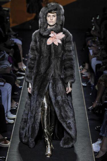 История модного Дома Fendi обогатилась первым кутюрным показом - 10