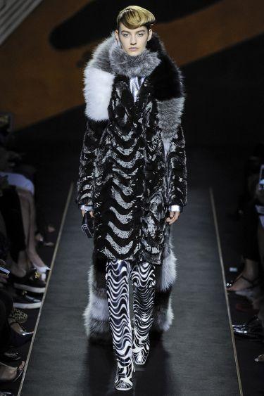 История модного Дома Fendi обогатилась первым кутюрным показом - 11