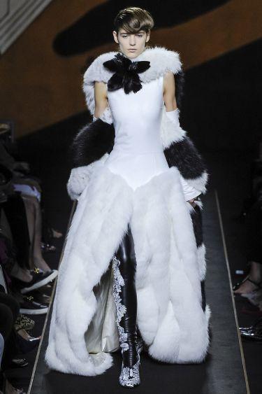 История модного Дома Fendi обогатилась первым кутюрным показом - 12