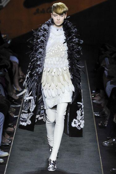 История модного Дома Fendi обогатилась первым кутюрным показом - 14